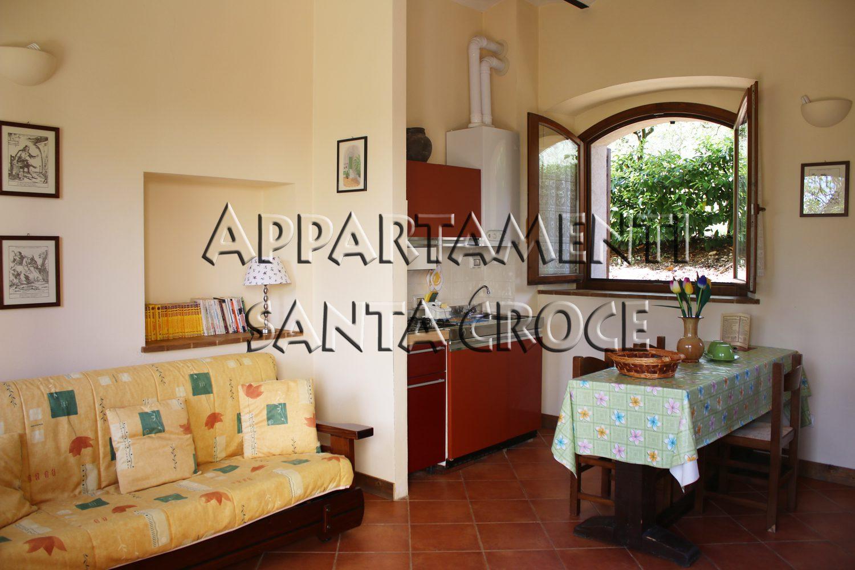 Appartamento Gabbio: soggiorno con angolo cottura